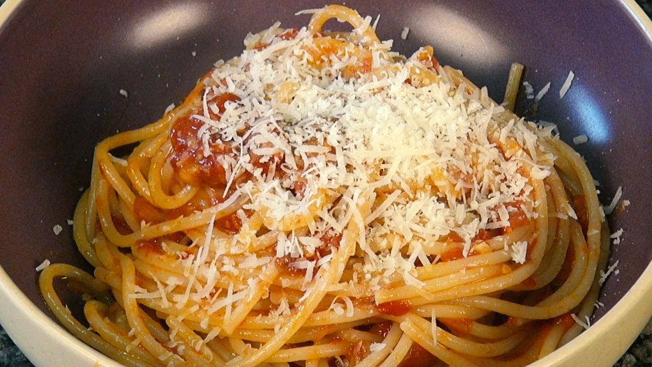 thv tomato sauce XX.jpg