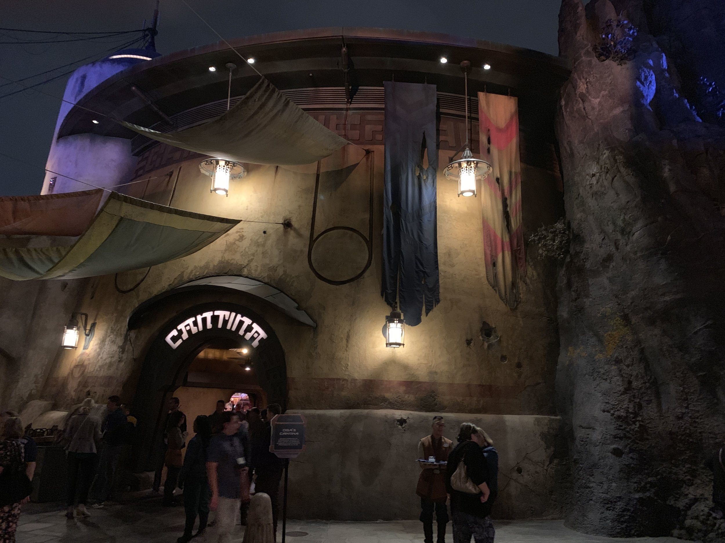 The entrance of Oga's Cantina at night