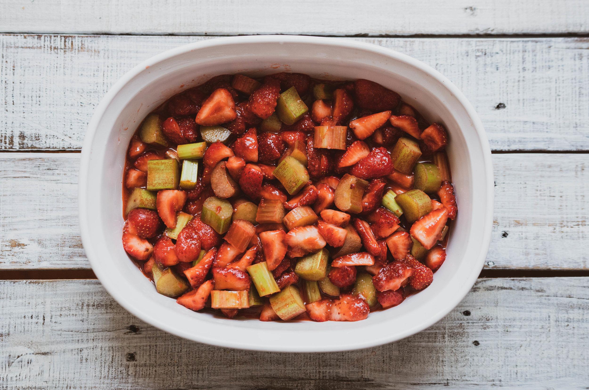 04-strawberry-rhubarb-crumble-9.jpg