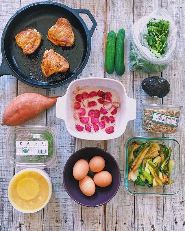 Happy Wednesday friends 💕 I'm slowly getting back into meal prep after last week's monster of a flu. I was basically living off soup and lemon ginger tea, so I'm thrilled to be eating solids again. Give me all the colorful veggies, i miss bon-soup textures! Instead of doing full prepped meals, I went the buffet route instead. I put together a combo of pre-cooked and minimal-cook sides and I'll mix n match for different meals. I had a few pre-frozen meals earlier this week, and this snapshot is just to get me through the rest of the week. Here's what I've got! • 〰️ Roast chicken thighs 〰️ Arugula, cukes and avo 〰️ Mujadara (Middle Eastern rice and lentils, store bought) 〰️ Charred baby bok choy 〰️ Jammy eggs (did you know you can steam eggs instead of boiling? 12 minutes for soft yolks) 〰️ Roast radishes 〰️ Corn and cabbage chowder (store bought) 〰️ Baby kale microgreens (I toss these in everything!) 〰️ Baked sweet potatoes 〰️ Bananas, raspberries and rice crackers (not shown)