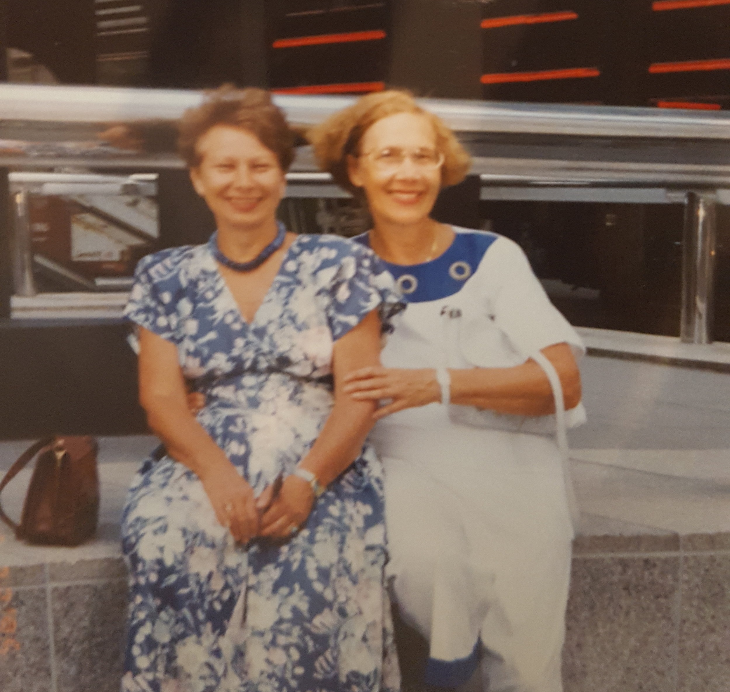Sisters. Rimma and Elya in Chicago, 1995