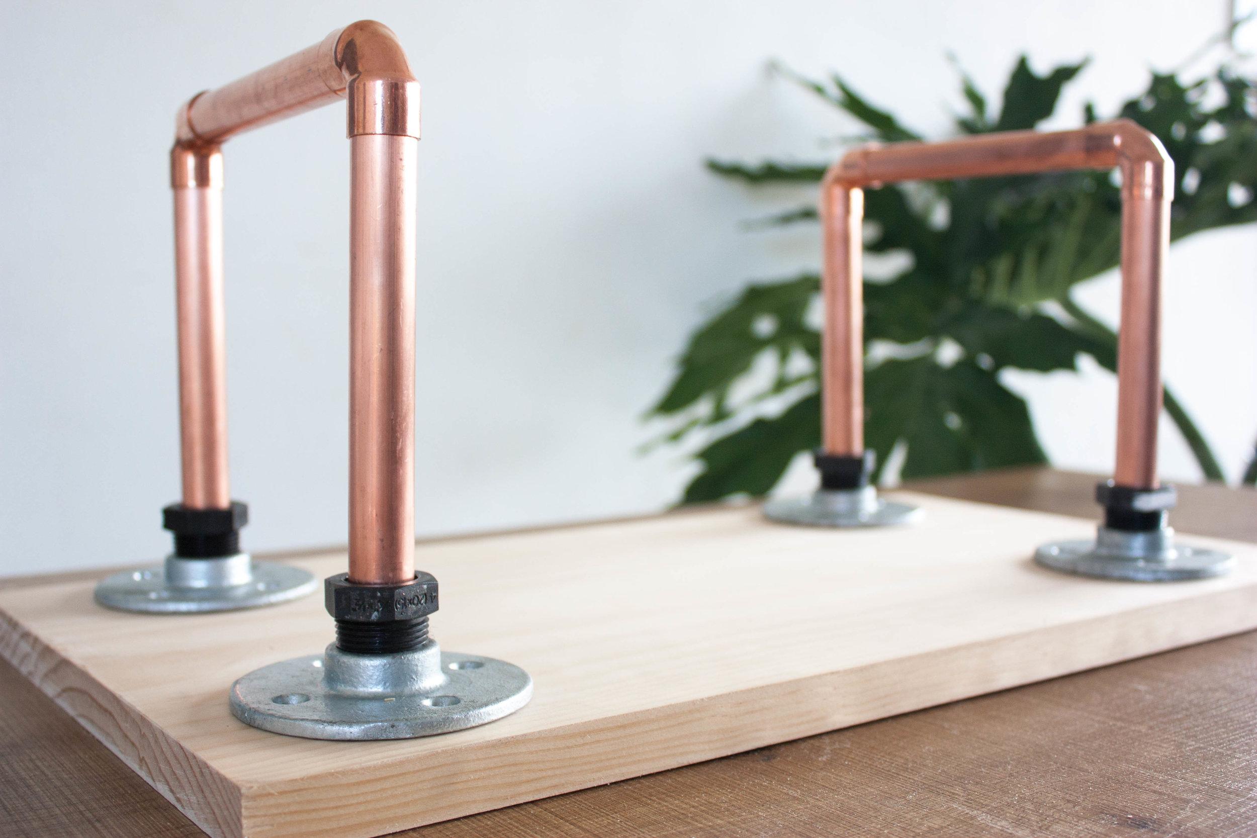 assemble table legs -