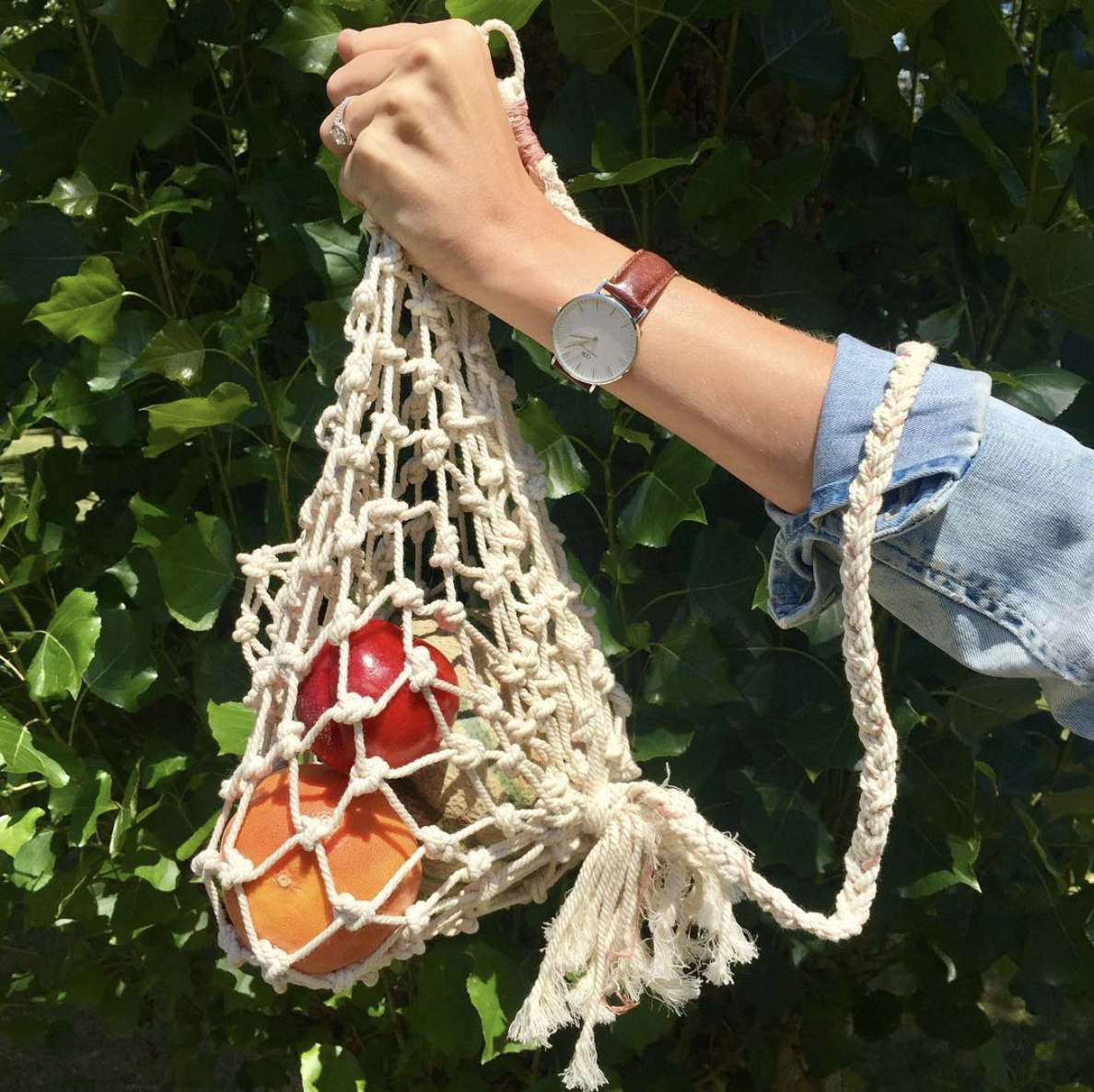 We are obsessed with  Katy's Macrame Market Bag DIY