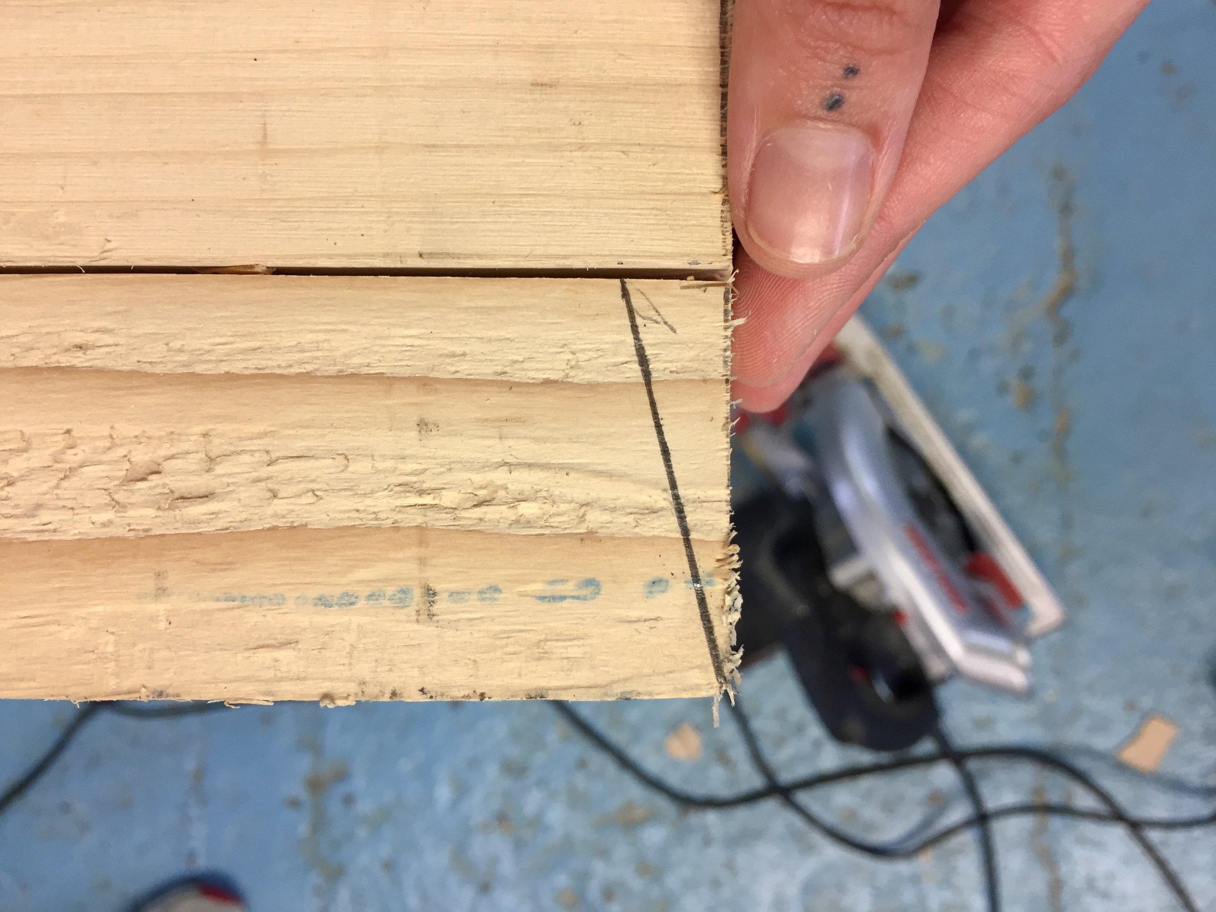 Measure 1 inch in a diagonal.