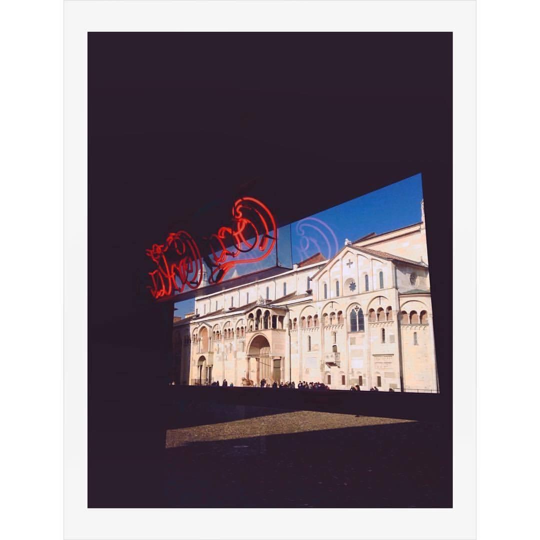Modena Americanizzata. #modena #italia #italy #emilia #emiliaromagna #streetphotography #photography #mypolaroids #instant #cocacola #everyday_italy #antoniosansica #architecture #colours #fotografia #fotomobile