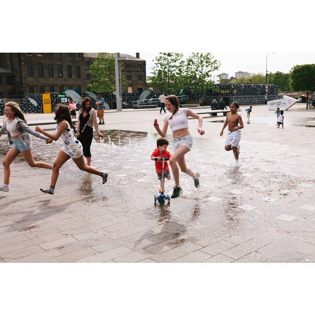 Youth in #london . #youthgroup #youth #england #everydayuk #everydaylife #everydayeverywhere #instagood #instagram #nophone #street #streetphotography #joy #granarysquare #kingscross #people #square