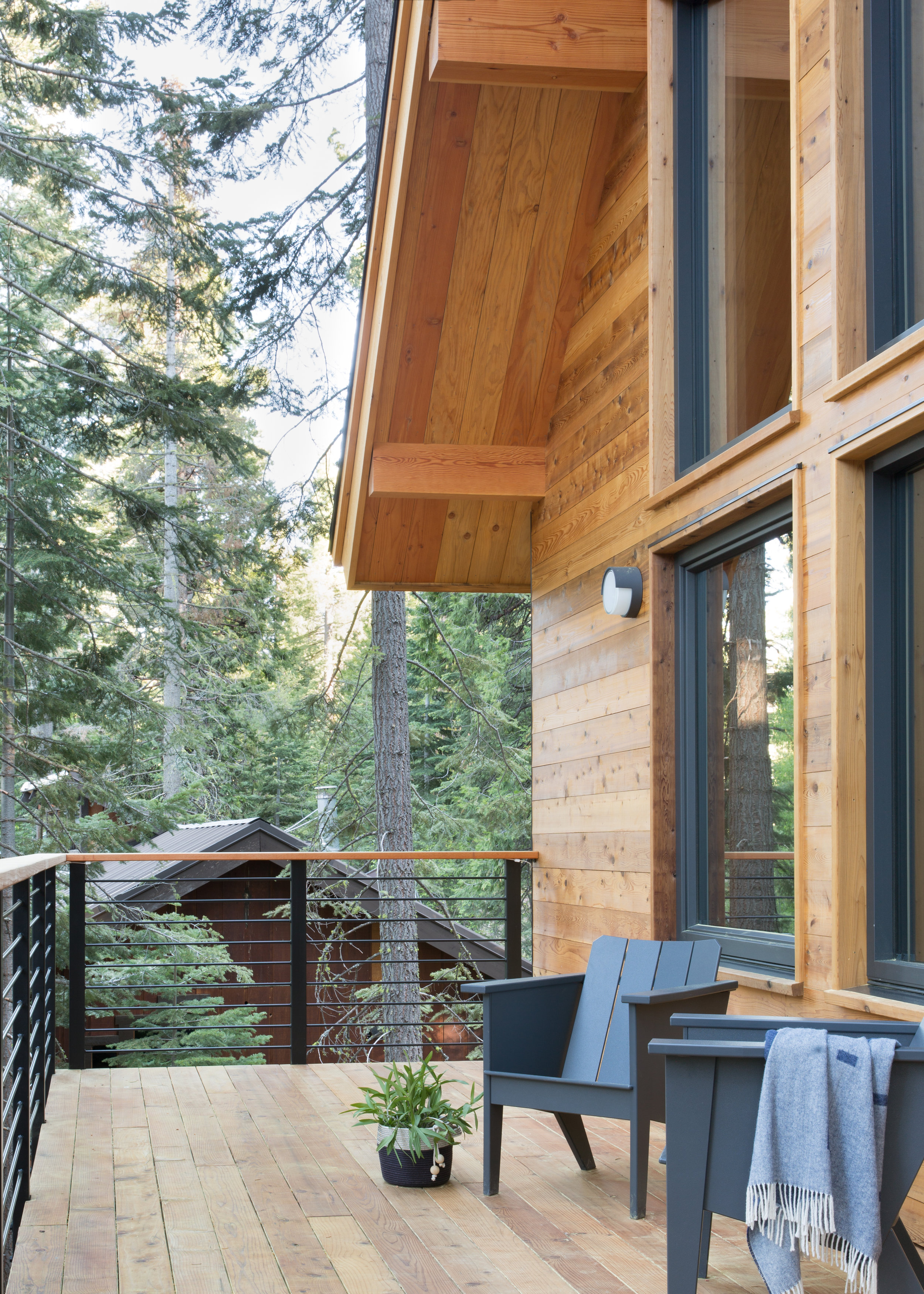 21_RBD_WOODSY TAHOE CABIN - EXTERIOR FRONT PORCH.jpg