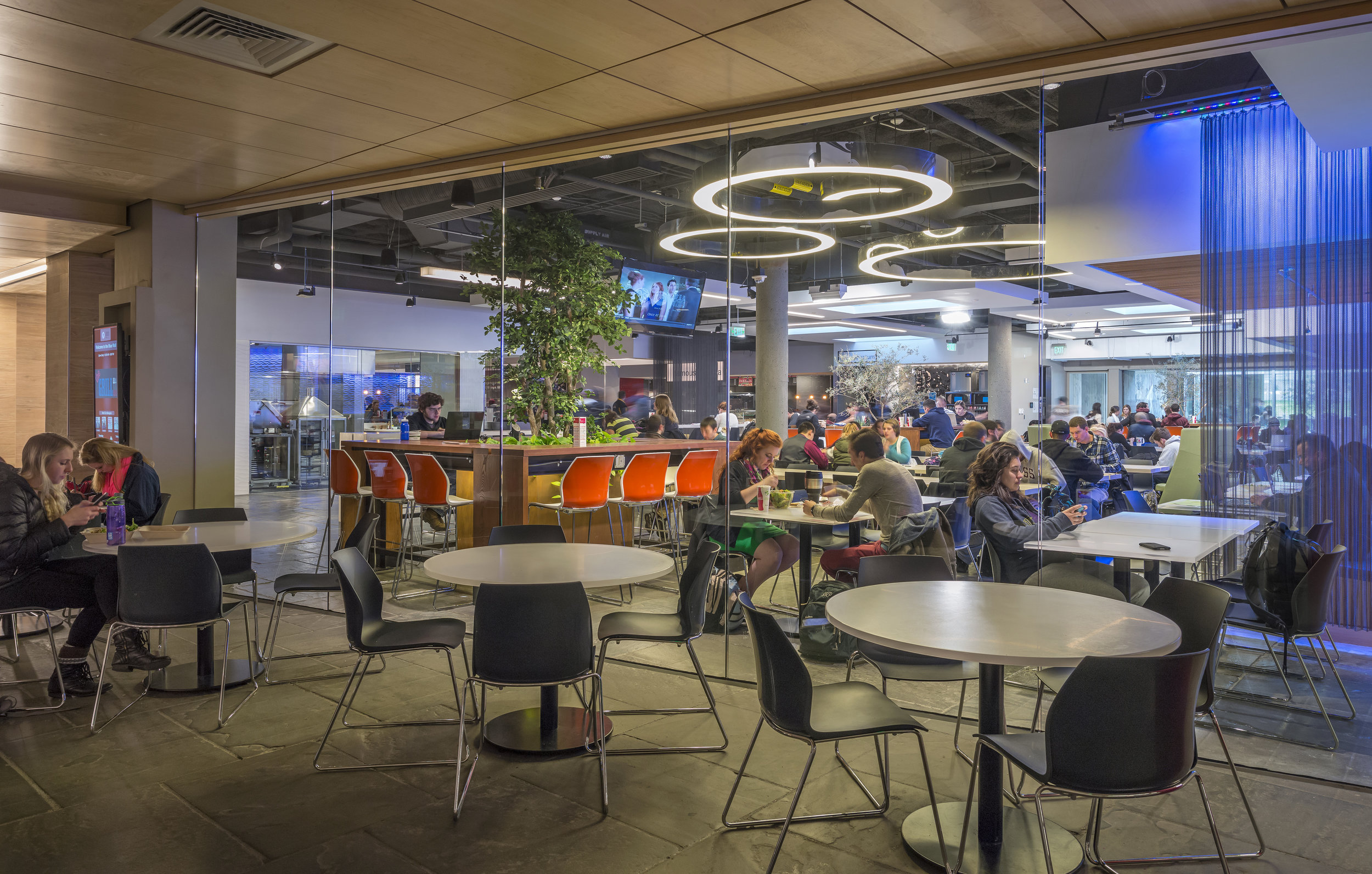 LINCOLN CAMPUS CENTER DINING HALL -