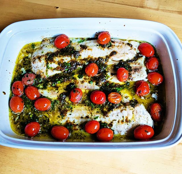 #ad Wild-caught from the pristine waters of Southeast Alaska and delivered to my doorstep so I could make this Cod 🎣 with Tomato 🍅 and Herb Butter for dinner tonight! It was velvety smooth, my mouth is watering right now thinking about it. 😋 And the kids loved it! Cod is such a light flavor that it's easier to introduce your kids to eating fish that way.⁣ ⁣ I am loving learning how to cook fish. It's pretty easy when you know where your fish is coming from. For the last two months we've been enjoying monthly deliveries from @sitkasalmonshares a community shared fishery (CSF). Owned by a collective of carefully selected small-scale family fishermen, all of whom retain 20-30% more of the retail value or their harvest.⁣ ⁣ If you want to try them out use my code MeBeforeMom19 to get $25 off any 2019 CSF share. The code is good until 9/30/19.⁣ ⁣ #SitkaSalmonShares #ISeaFood #DinnerTime #DinnersServed #cod #healthyrecipes #EatClean #CleantEats #FitFood #HealthyEating #HealthyRecipes #Nutrition