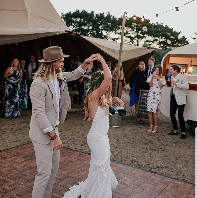 Time to dance 🕺💃 - - - 📷@mitchpohl  @tomcollinscaravanbar @tipikata
