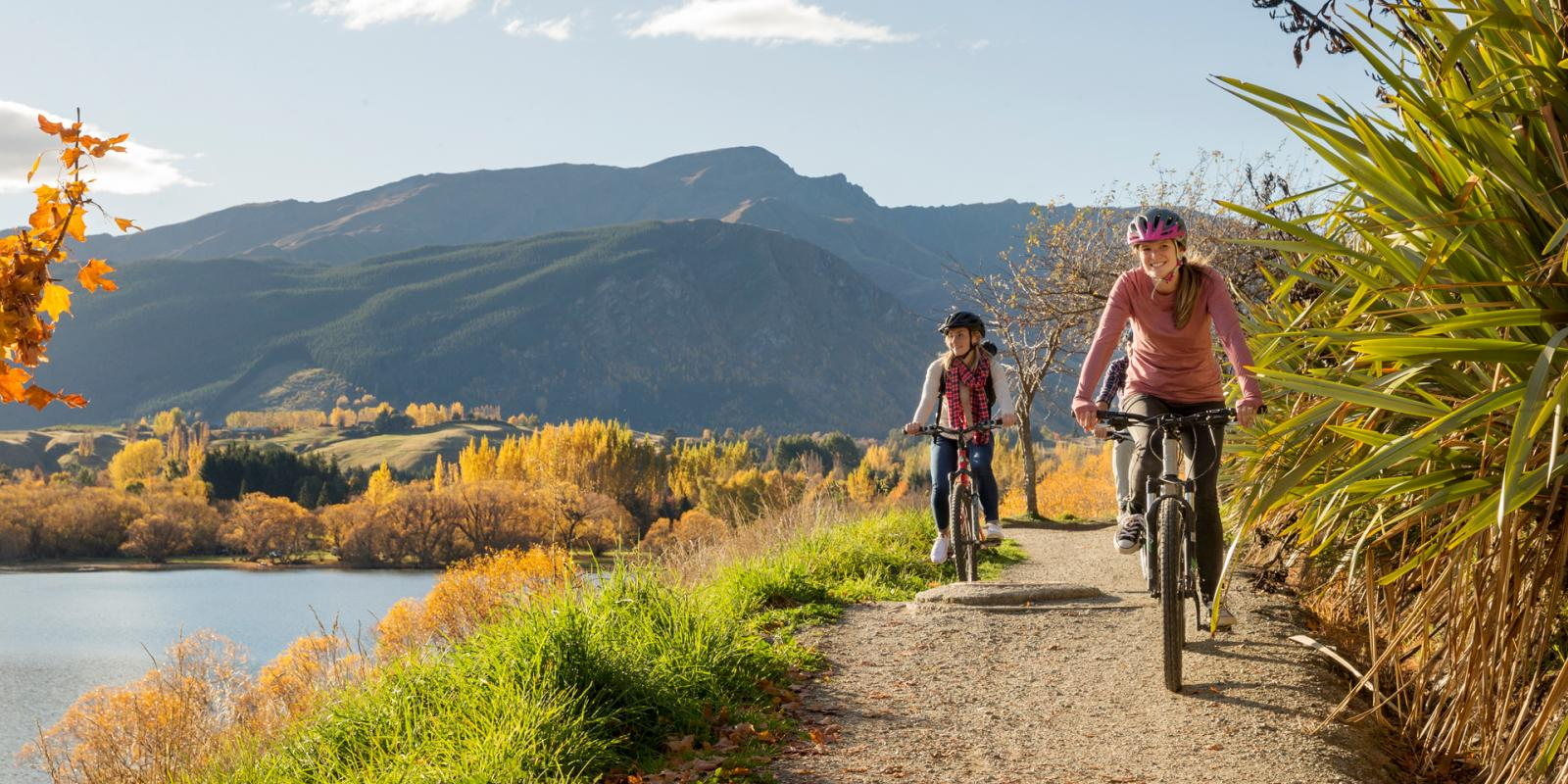 Autumn-biking-around-Lake-Hayes-Queenstown.jpg