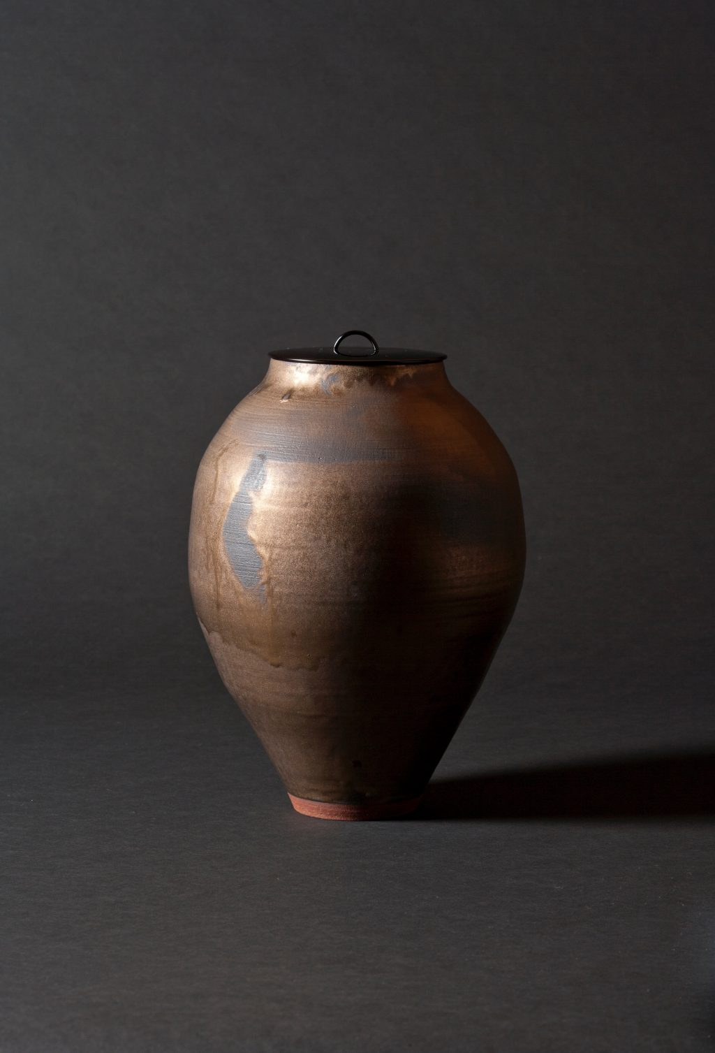 HEWETT LUSTER VASE WITH LACQUER LID.jpg