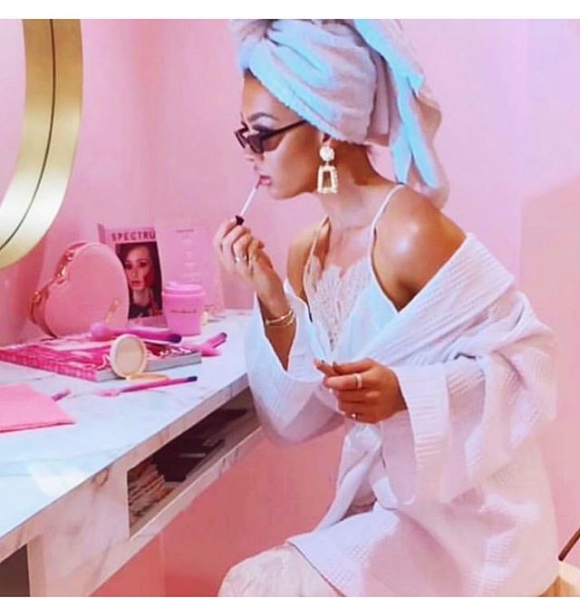 Putting on my sass, minding my own business like..💋 #sass #makeup #glam #pink #selflove #worryaboutyou #selfcare #sassy #femme