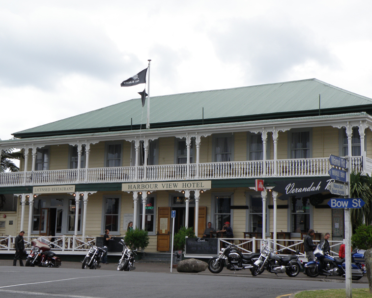 HARBOUR VIEW HOTEL   14 Bow St, Raglan   For a classic NZ pub meal and refreshment (sit on the 'verandabah' (yep..) and watch the world go by.