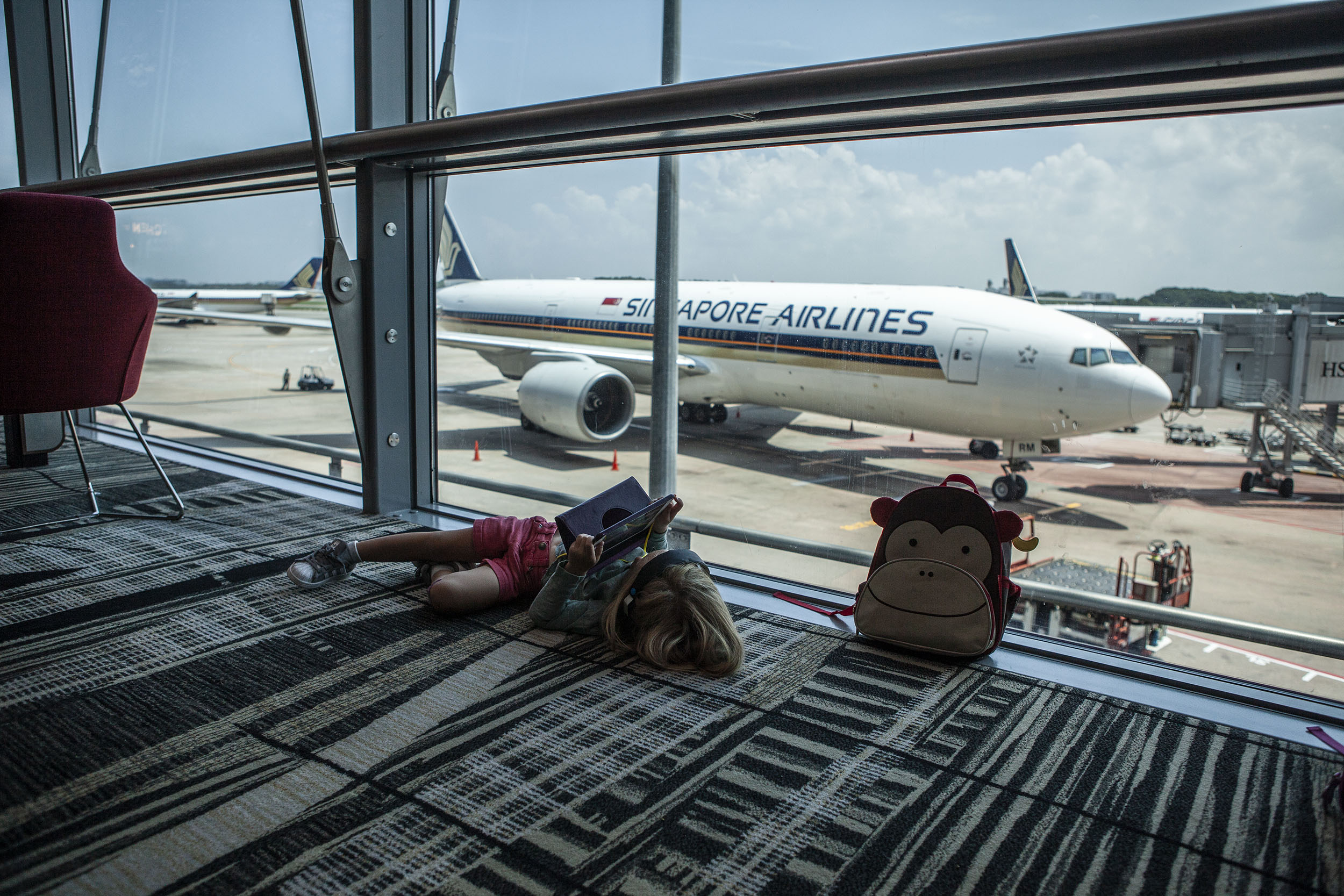 Aha, går inte att boka om flygbiljetterna... ok, då bokar vi nya o låter den flighten brinna inne. Nu kör vi!