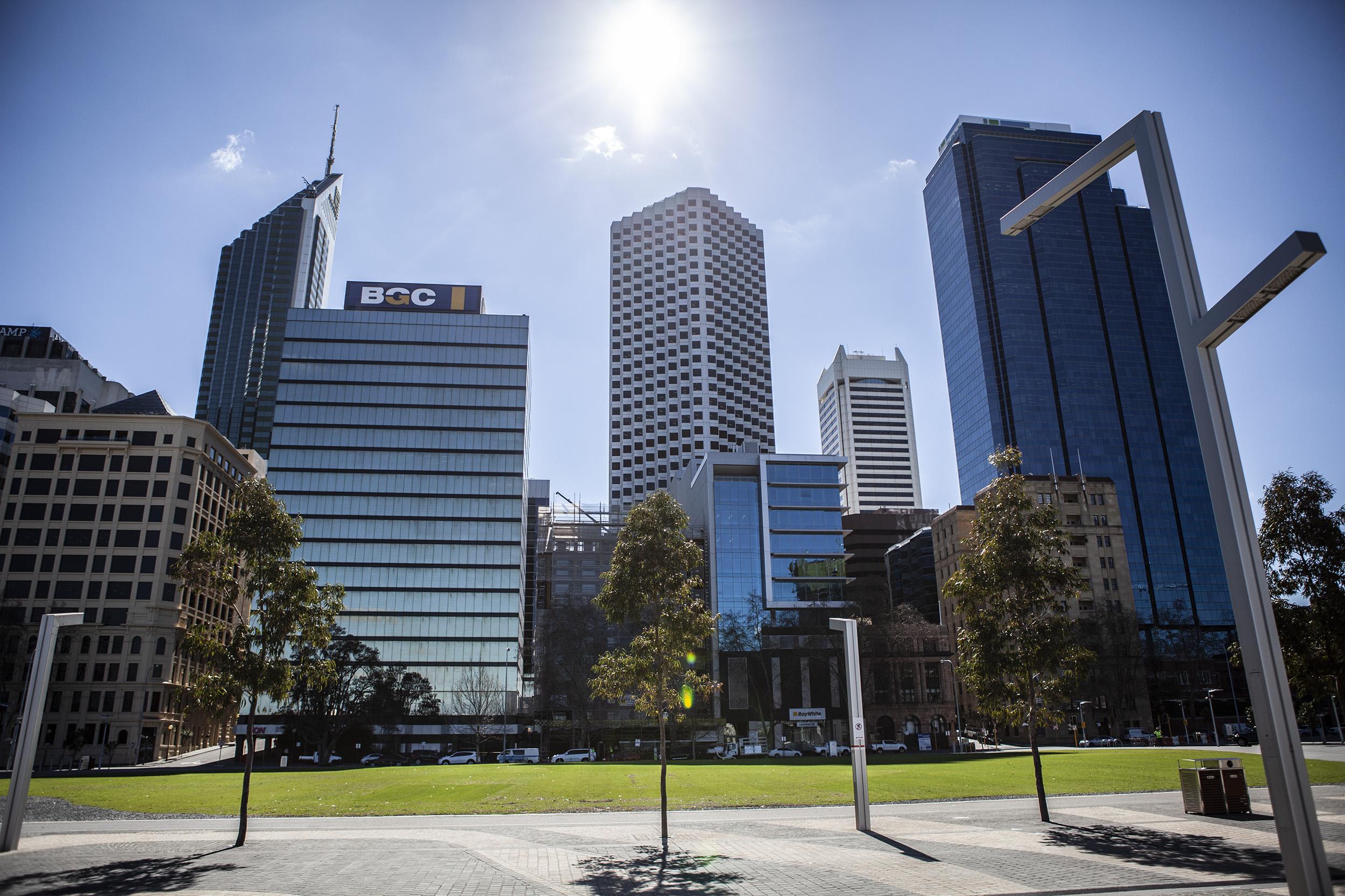 Vi kan väl bo centralt i Perth? Fram med kortet!