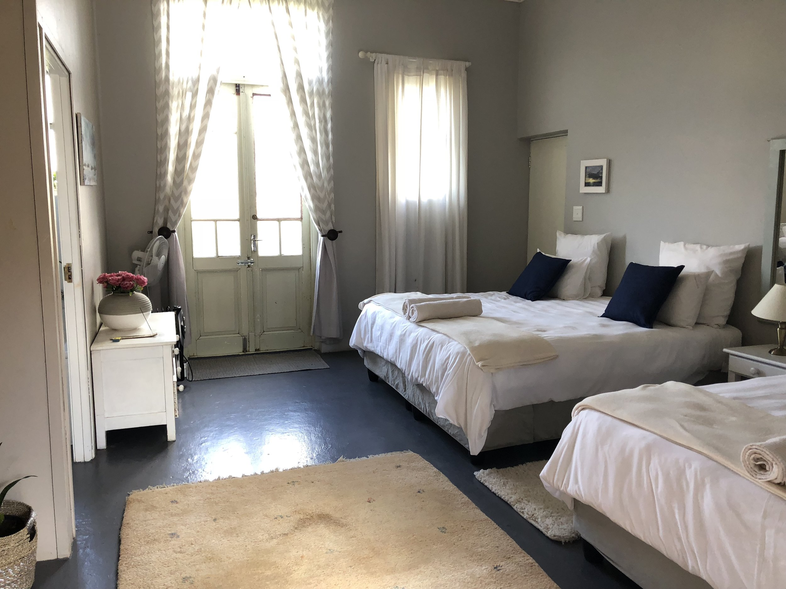 SHARED ROOM - 3 DOUBLE BEDS W/ PRIVATE BATH Enjoy this spacious and comfortable triple shared option Features: Ensuite Bathroom, 3 Double Beds