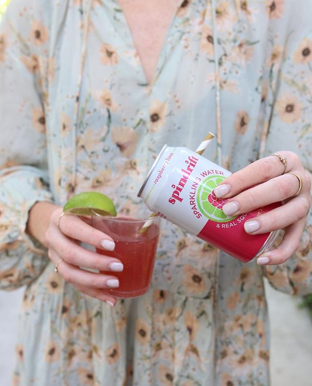 Find us sipping on @spindriftfresh all day long at the conference 💫 Go ahead and get that ticket so you can too!⠀ ⠀ .⠀⠀⠀⠀⠀⠀ .⠀⠀⠀⠀⠀⠀⠀⠀⠀ . ⠀⠀⠀⠀⠀⠀⠀⠀⠀ #womensconference #atlantaconference #atlgirlgang #yoursocialteam #theeverygirl #chooselovely #whyiloveatl #pursuepretty #atlgirlboss #discoveratlanta #discoveratl #thehappynow #flashesofdelight #amblifeiscolorful⠀