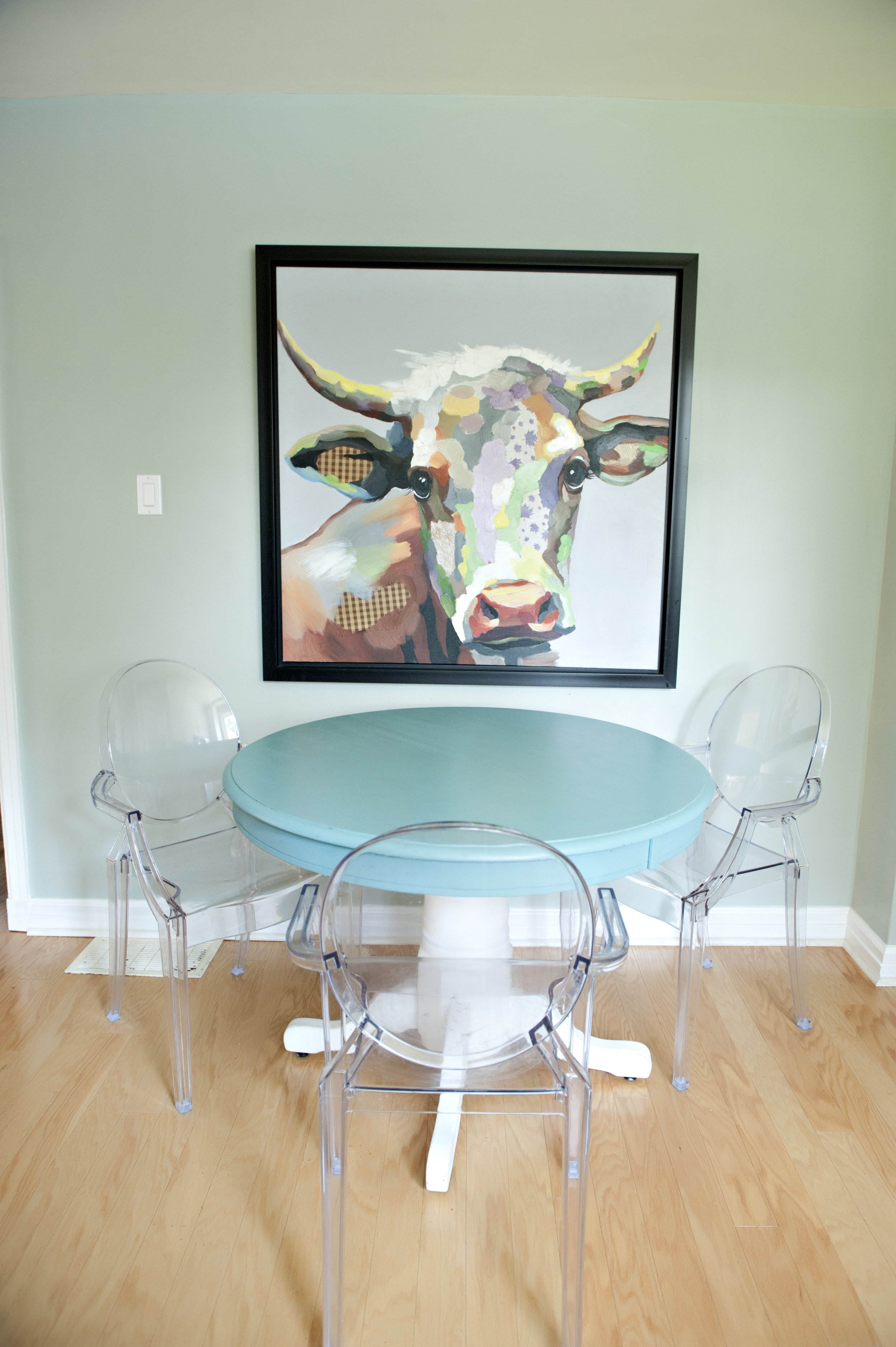 Interior-Design-Cow-Artwork-Transparent-Chairs-Turquoise-Table