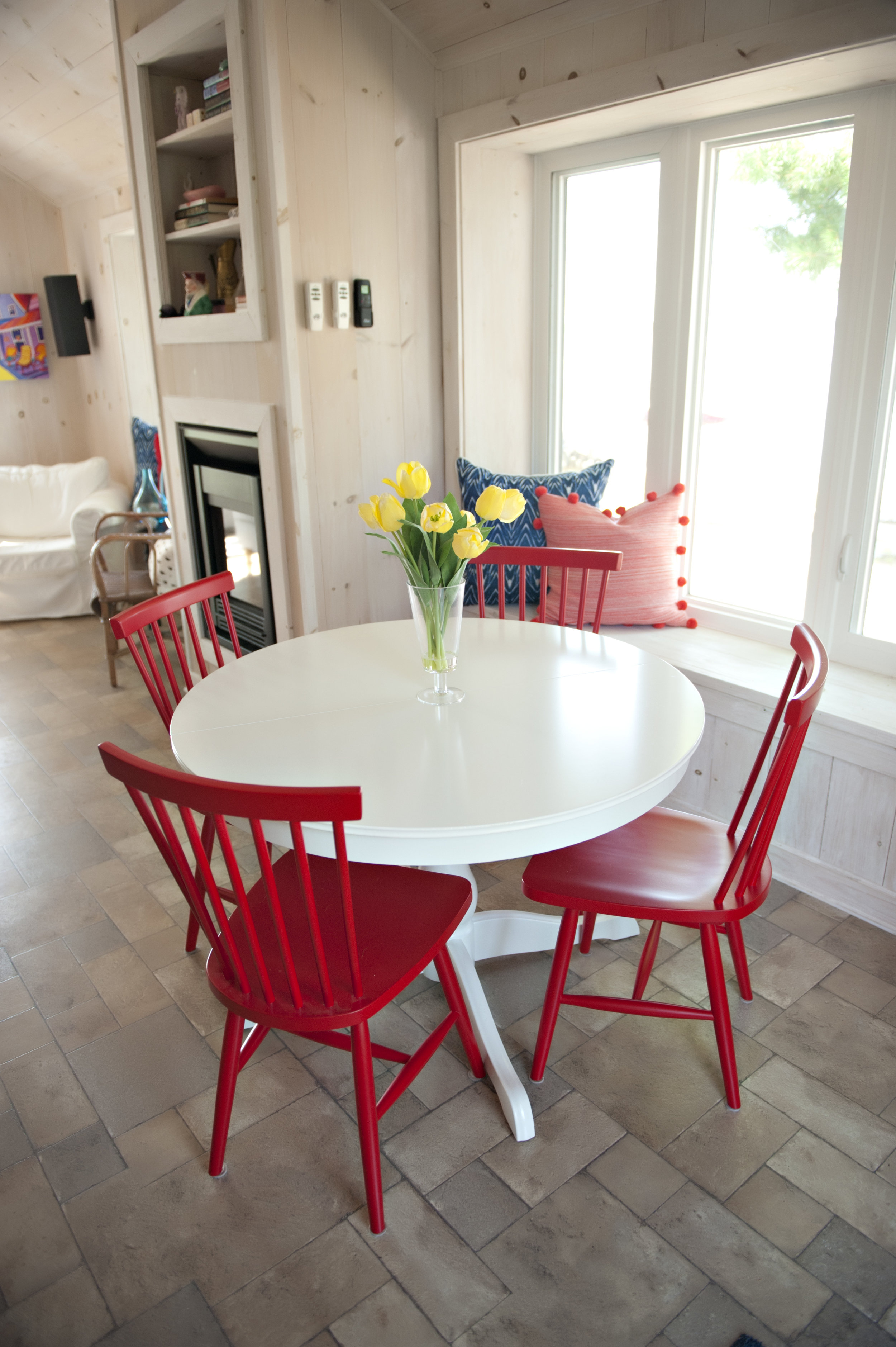Candace-Plotz-Design-Beach-House-2-Red-Chairs-White-Table