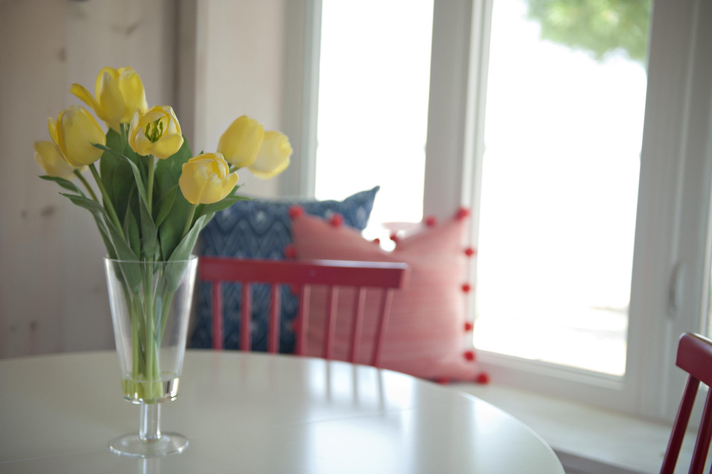 Candace-Plotz-Design-Beach-House-2-Tulips