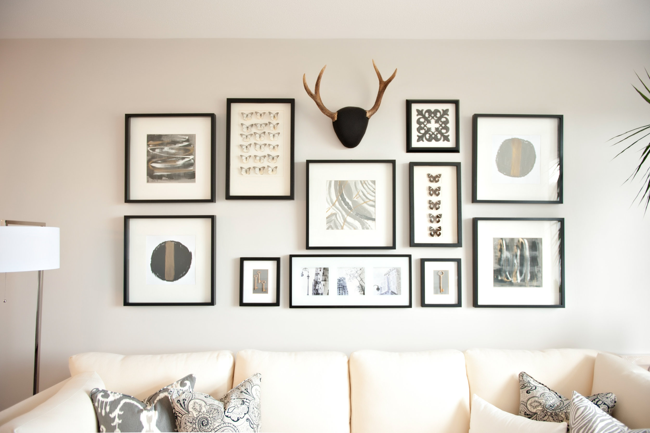 Interior-Design-Feature-Wall-Artwork-Antlers