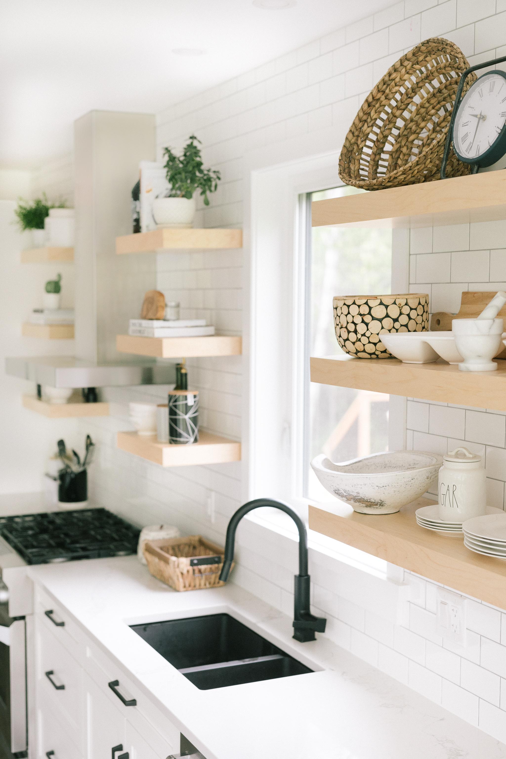 Interior-Design-Carp-Project-Kitchen-Bowls-Open-Shelfs