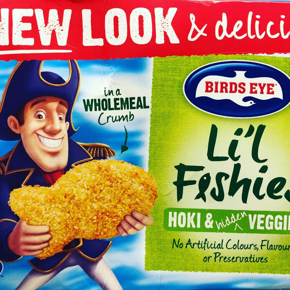 """🐠So what do we think about these little fishies?🐠  🐟The bottom line is they are a """"sometimes"""" dinner  Good parts: ✅Salt and sugar not too high ✅have a sniff of veggies (21%- but mostly potato) for those super fussy eaters ✅has 28% fish (Hoki) in them -for those kids that are not big fish fans  ✅MSC (sustainably caught)  Bad parts: ❌only 28% fish and almost 50% wheat ingredients  ❌made from local and imported ingredients  ❌most of the fat comes from the canola oil added, not the natural fish oils (EPA/DHA)  🐠to make this meal healthier, I served with: a side of steamed broccoli (with lemon 🍋and EVOO), 🌶raw capsicum 🌶 🌽Steamed corn 🌽 A few potatoes (fried in EVOO) for my daughter- she's a massive potato fan!"""