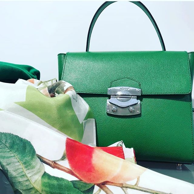 The illusion of a 🍀 is a beautiful green #Abro bag
