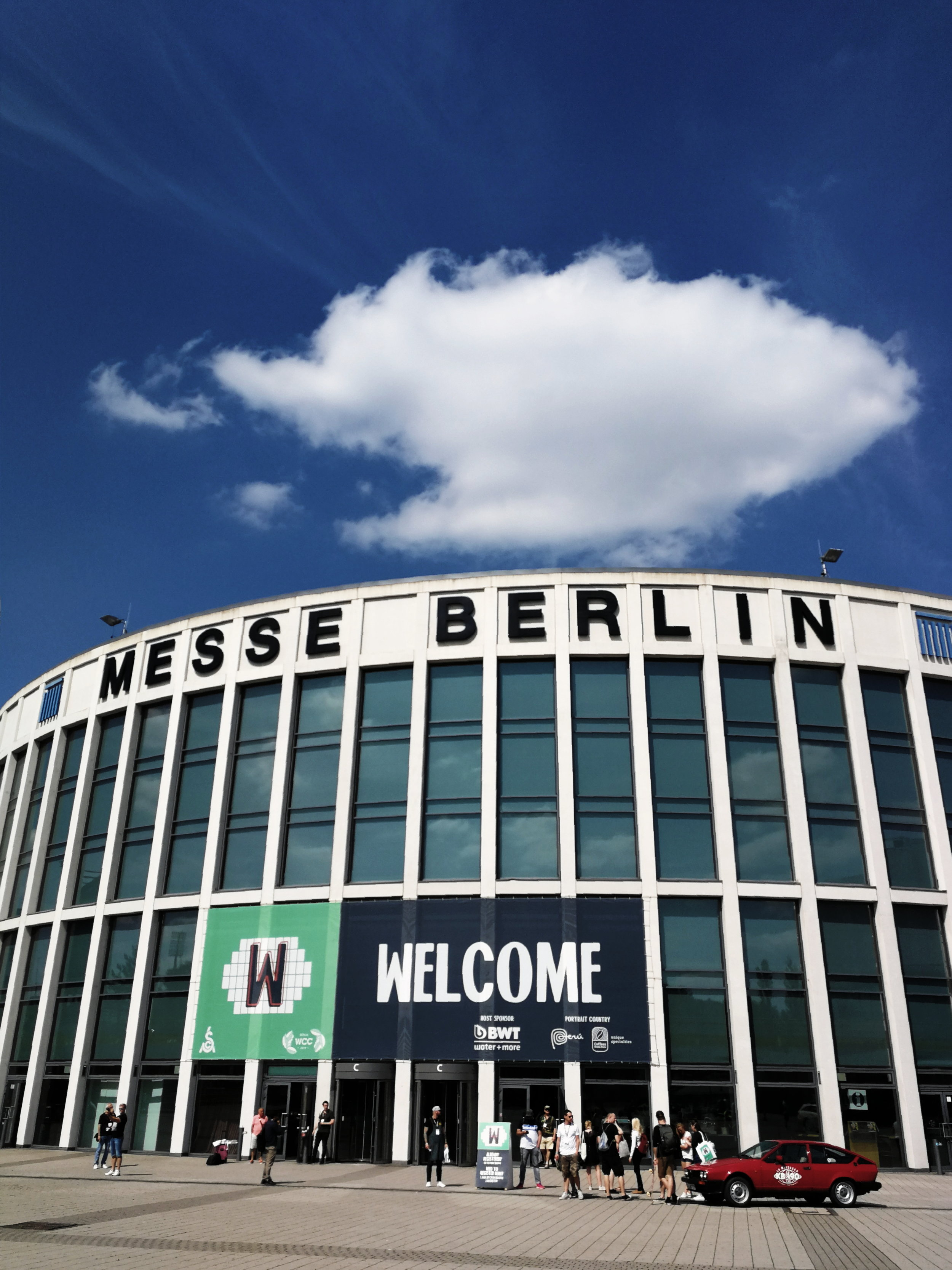 World of Coffee 2019 - This year's impressions of Europeans biggest coffee exhibition and a few snaps from the after Event at 19 Grams at Alexanderplatz, Berlin.