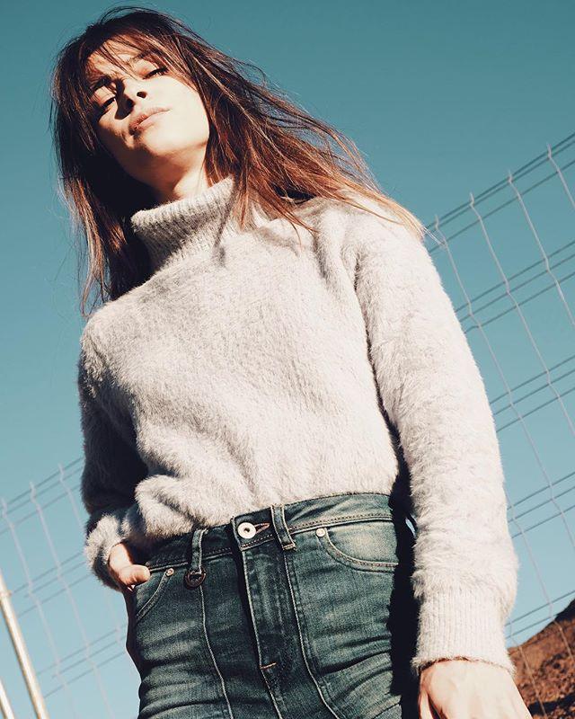 @anadakota . . #muse #girl #photo #photography #street #streetphotography #portrait #portraitphotography #fashion #fashionphotography #blue #gold #editorial #editorialphotography #fujifilm #fujixt2