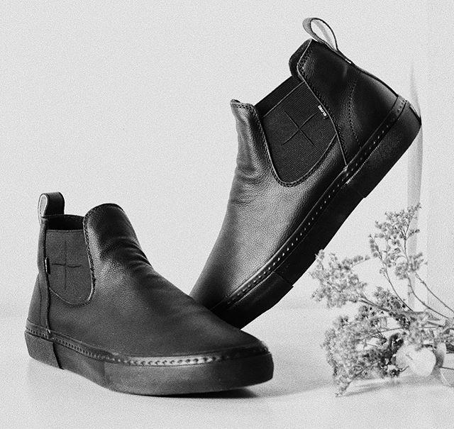 DOVER @globebrand x @wastedtalentmag . . . #bw #blackandwhite #blackandwhitephotography #photo #photography #stilllife #stilllifephotography #fashion #sneakers #boots #globebrand #surf #skate #australia #france
