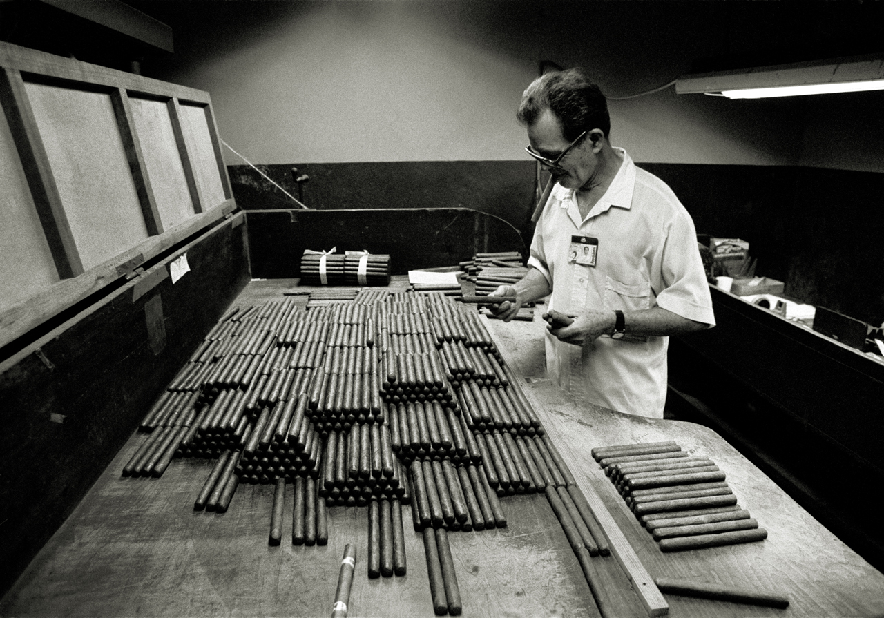 Real Fabrica de Tabacos Partagás, Le Habana, Cuba 1999.