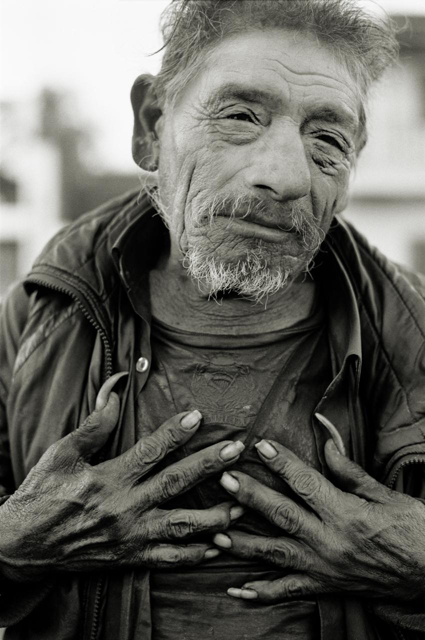 LR_2003_tijuana_mexico_man_with_long_finger_nails_andrew_ward_photography_rm18.jpg