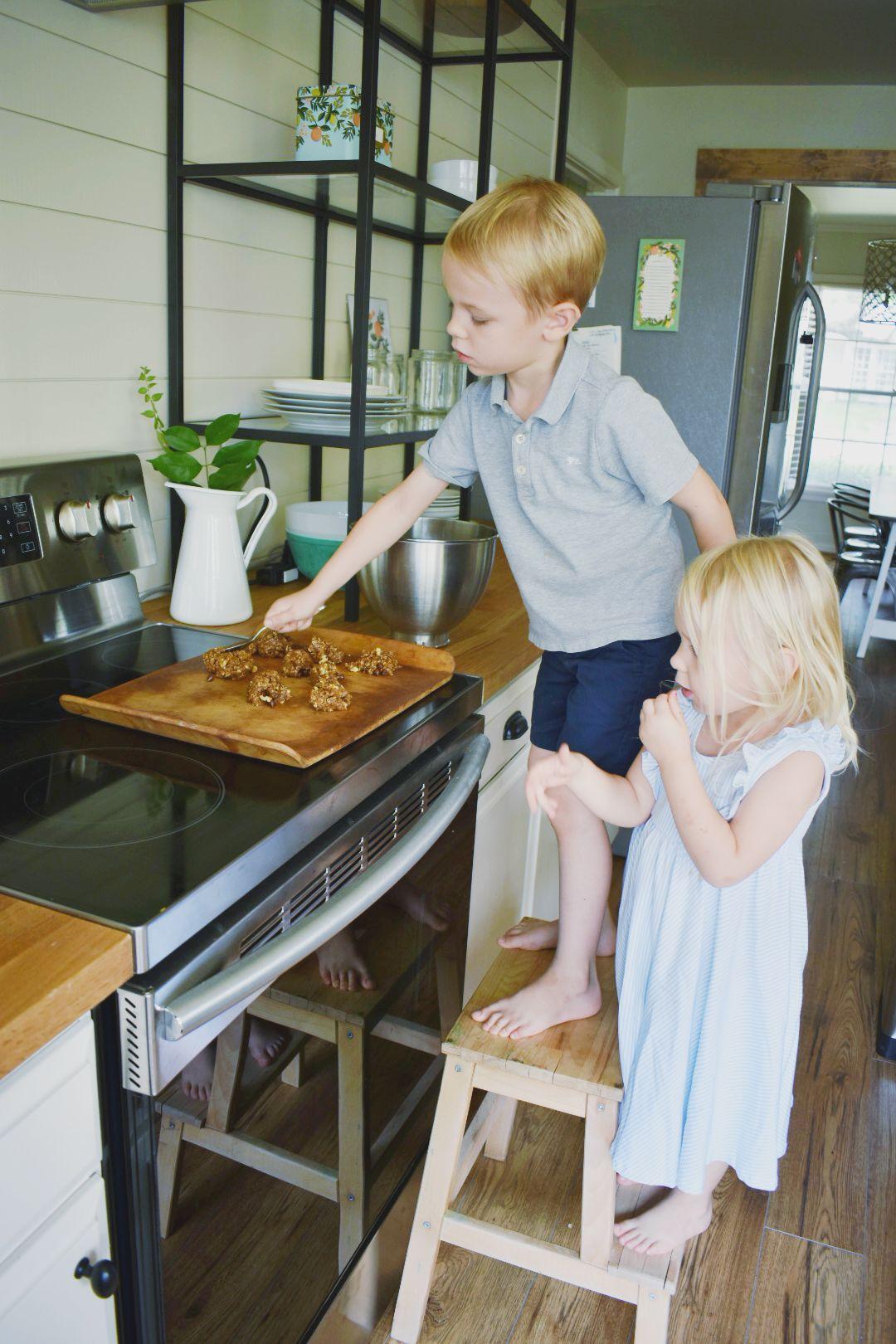 the semi-minimalist kitchen.jpg