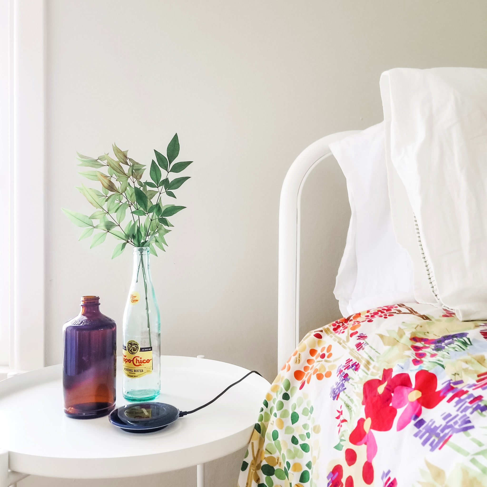 This is my new favorite little vignette in the house- which is actually my husbands nightstand. This is pretty much my goal. Simple beauty with bold color that isn't to overpowering. Swoon!