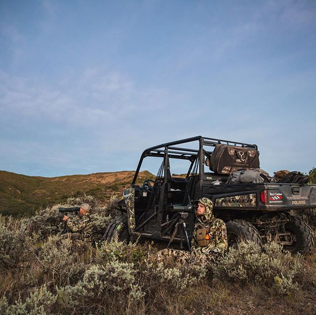 Always looking for ways to get comfortable while glassing.  That gets a little tricky in a rock field however. 📸: @clearforkcollective  #inspiredwild #jointheadventure  @polarisadventures @hoytbowhunting @marsupialgear