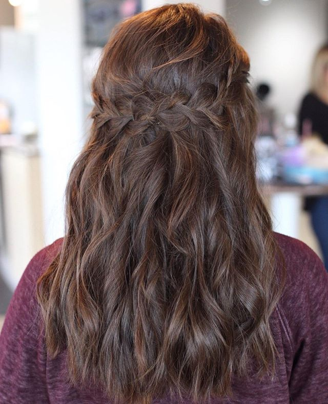 We can't wait to see everyone coming in for prom this weekend! 😍 Style by Lindsey . . #promseason #promprep #carmelsalon #indystylists #westfieldindiana #noblesvilleindiana #societyofbeauty #promtrendsv #carmelhighschool #carmelprom