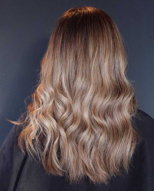 Living for these tones 🤩 Color and cut by Taylor . . #carmelsalon #indygrammers #carmelindiana #indystylists #societyofbeauty #rootyblonde #youhavecoolhair #societyofbeauty #indyblogger #westfieldindiana #indy #modernsalon #dimensionalblonde #rosytones