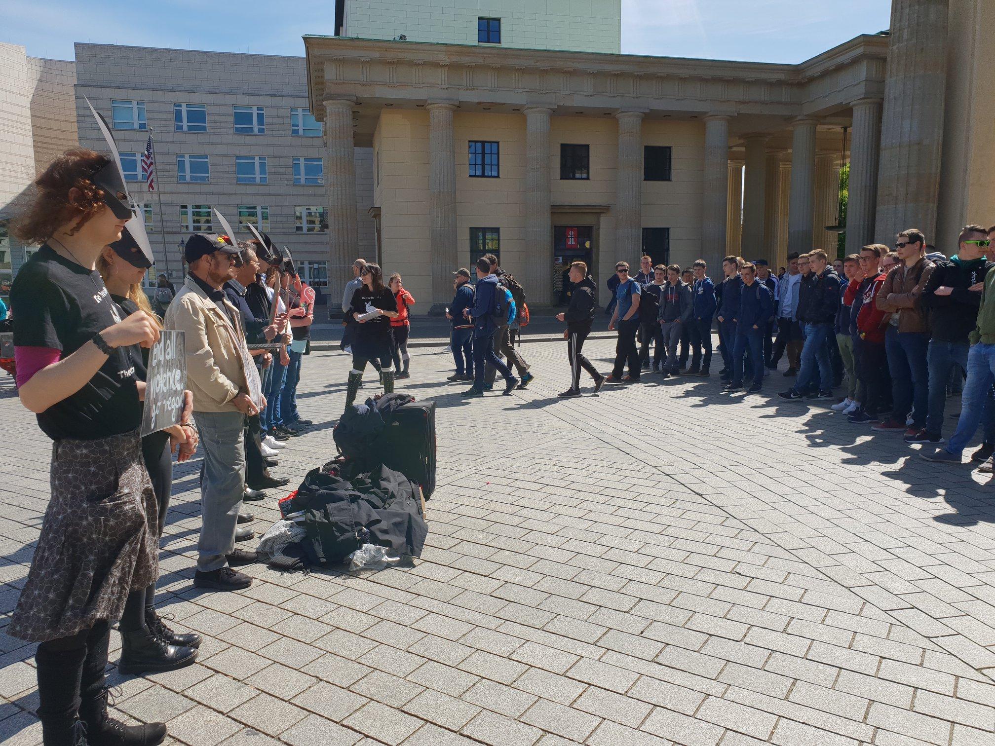 Line of Defence am Brandenburger Tor
