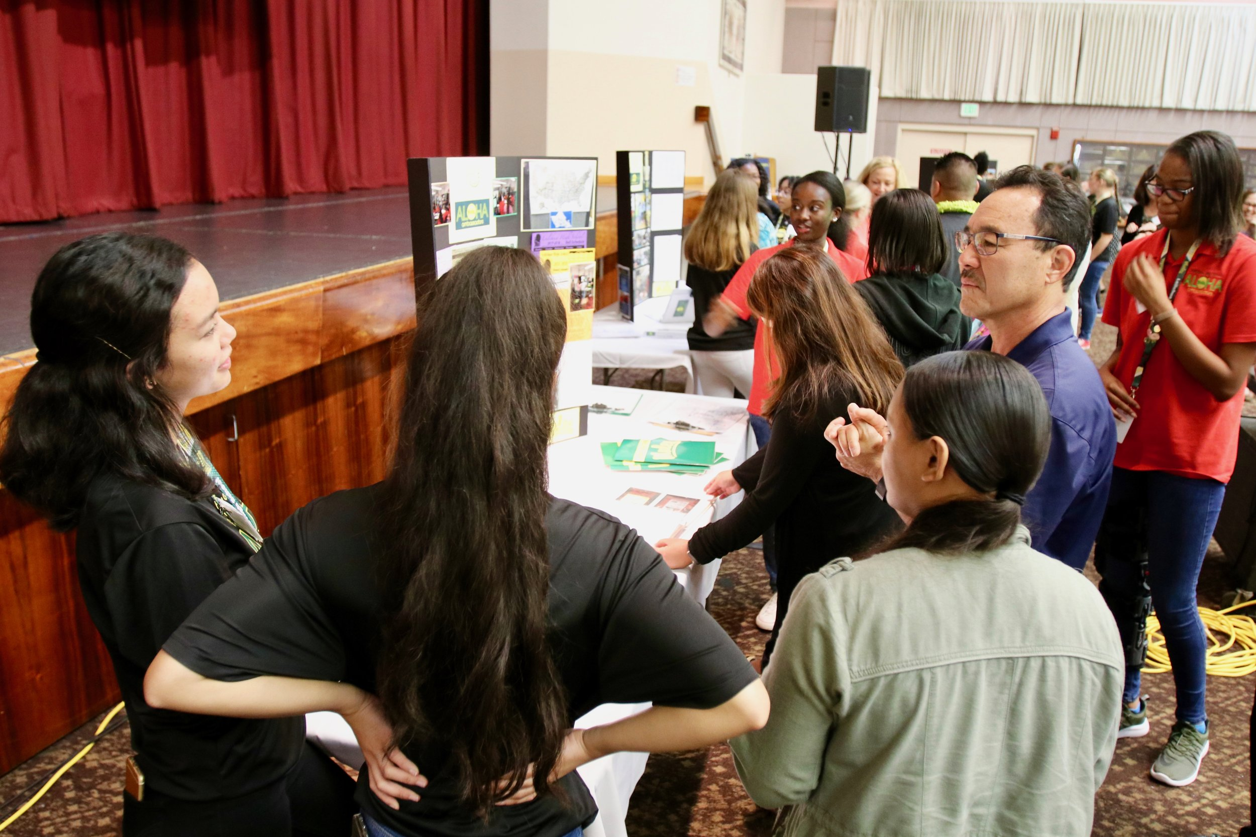 Leilehua High School student ambassadors share their transition center's program with intrigued listeners.