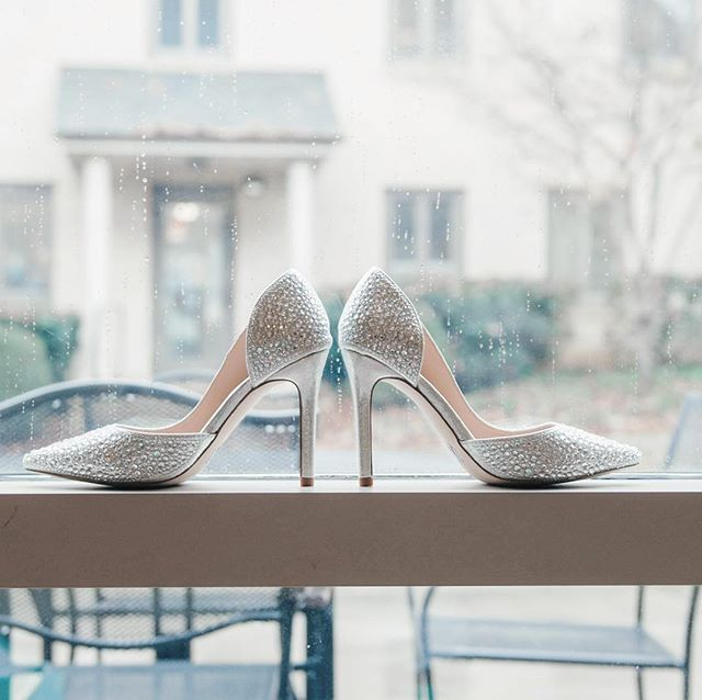 Yes I will admit I have a soft spot for shoes 👠 and my brides always choose the most amazing styles, colors, bling and wow factor bridal shoes to compliment or contrast their dress. Just remember comfort too! It's a long time to wear shoes that don't fit right or are uncomfortable 😣 . . . . . #bride #bridal #bridalshoes #shoes #weddingday #soloverly #bridalprep #weddingshoes #isaidyes #charlotteweddingphotographer #ncweddingphotographer #scweddingphotographer #clt #cltweddingphotographer #charlotteengagementphotographer #northcarolinaweddingphotographer #weddingphotographer #fineartphotographer #fineartweddingphotography #bling #blingshoes
