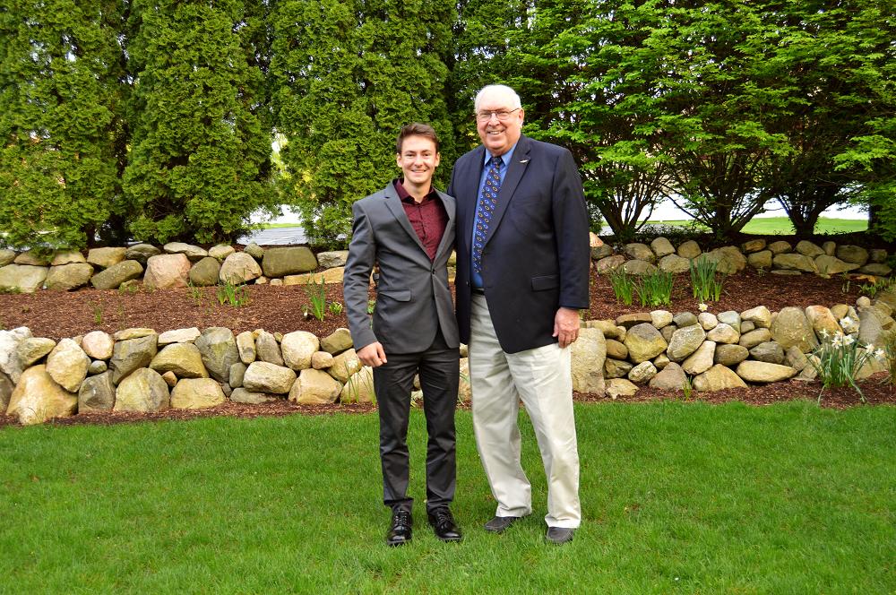 Harlan A. Siegesmund Liberty Township Alumni Scholar Ethan Snowdin.