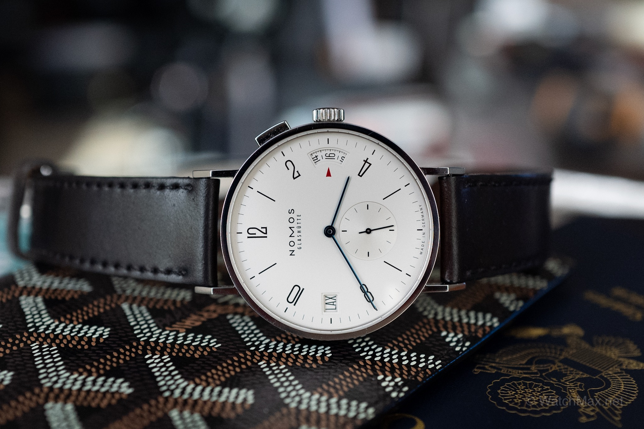 Thoughts on the NOMOS Tangomat GMT - I recently took a business trip over Europe and brought along with me the NOMOS Tangomat GMT. What are my thoughts on this classically-designed Bauhaus watch? Read more