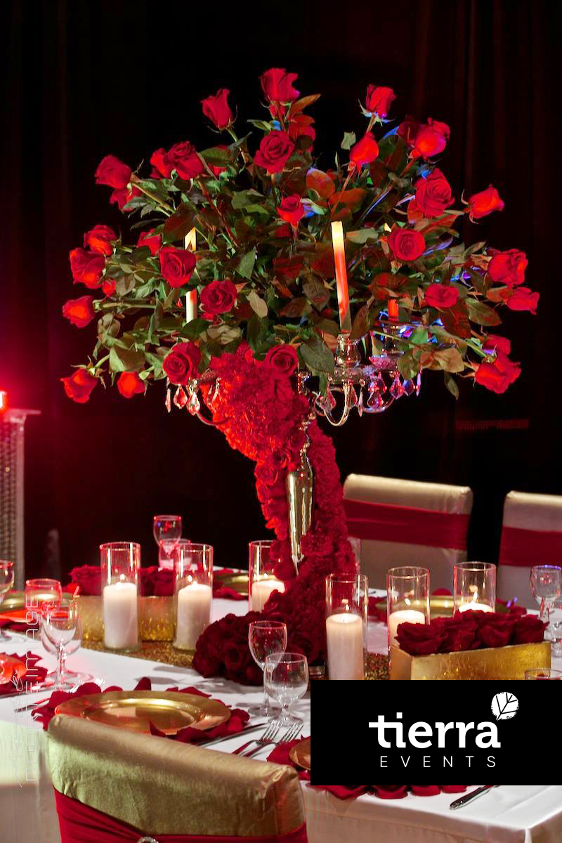 Extravagant red Centerpiece with roses