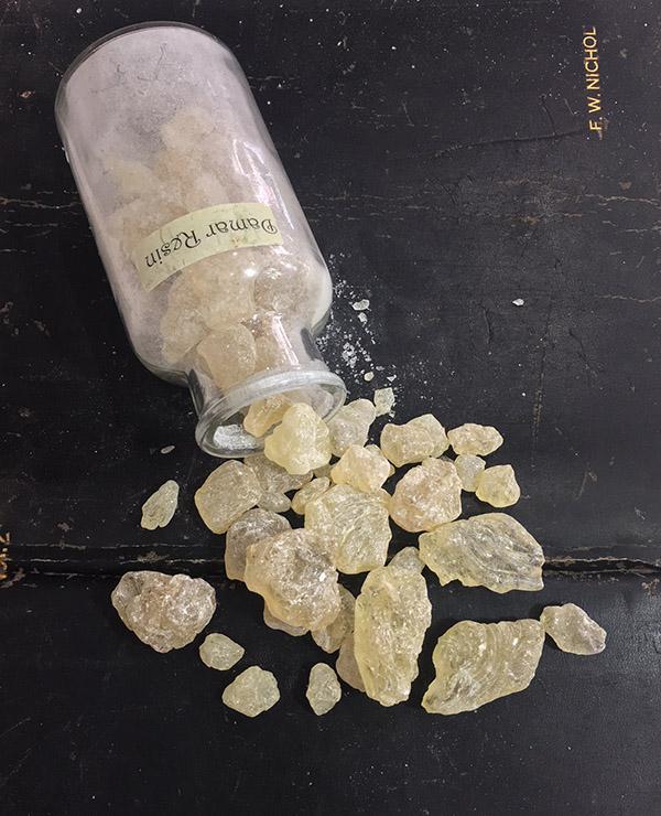 Damar Crystals