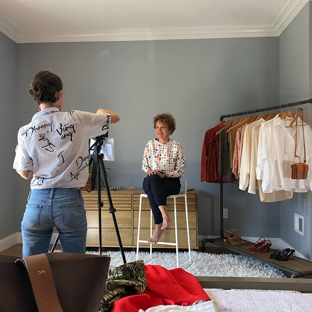 #behindthescenes — filming @marciacrivorot for her upcoming website. Márcia is a personal stylist with over a decade of experience (& from what I can tell, she has a big luggage full of knowledge!). More on her later... excited to bring this to life! #redskirtmediaprojects . 📸: @manunomundoo . . . . . #redskirtmedia #contentcreation #contentcreator #videomarketing #personalbrandingphotography #brandingphotography #digitalmarketing #videoproduction #femalefounder #femalefoundercollective #createcultivate #personalstylist #newyork #nyc #nycityworld