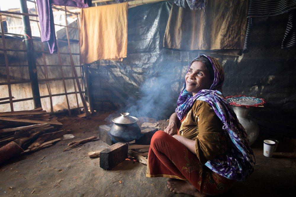Basic cooking materials support Rohingya refugee communities in Bangladesh ©Save the Children Australia.