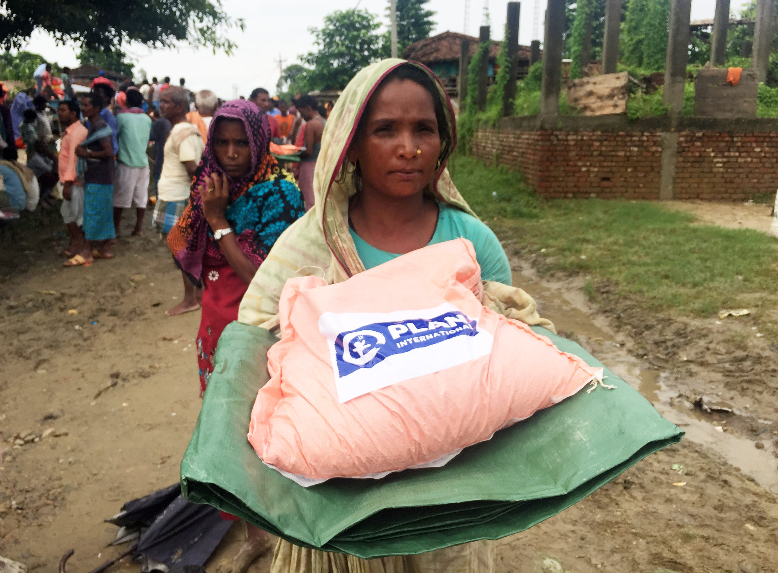 Basic non-food items were included in distributions to flood-impacted communities as part of the Plan International Australia project © Plan International Australia