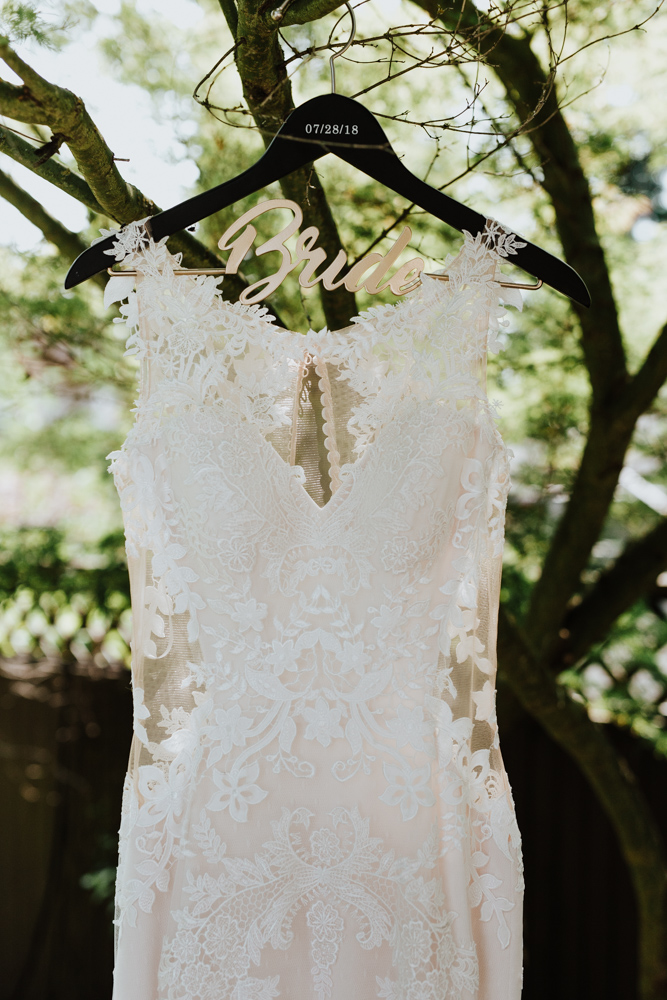 bride's wedding dress